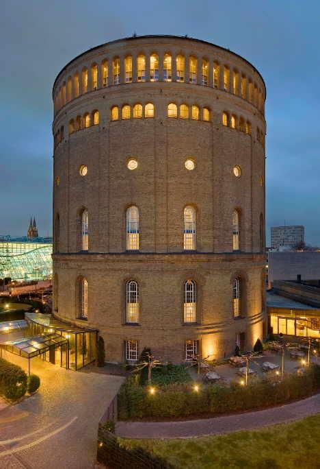 Das Fünf-Sterne-Superior-Hotel im Wasserturm in Köln ist ab sofort Mitglied der Romantik-Vermarktungskooperation.